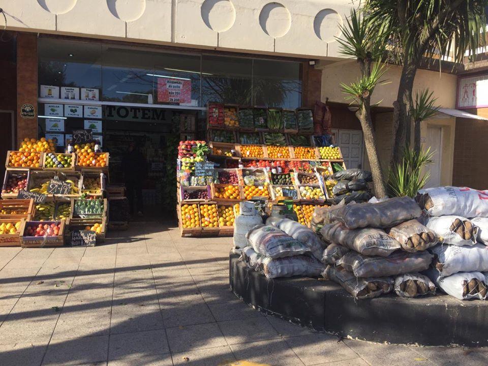Minimercado El Totem II